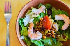 Thailändsk sallad med räkor och grönsaker Arkivbild
