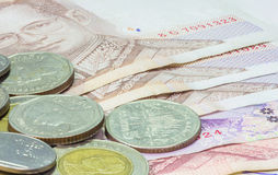 Thailändsk sedel och mynt Royaltyfri Foto