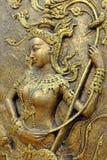 Thailändsk skulptur för infödd kultur på tempelväggen arkivfoton