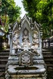 Thailändsk stilängelstaty i den Analyo Thipayaram templet fotografering för bildbyråer