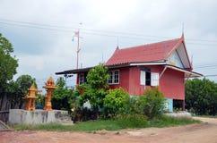 Thailändsk stil för gammalt hus på pang Khun Thian i Bangkok, Thailand Royaltyfri Foto