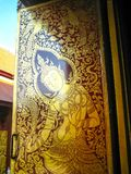 Thailändsk-stil målning som bevattnar dörren Arkivfoto