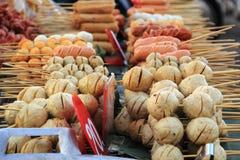 Thailändsk stilköttboll och korv Arkivfoto