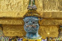 Thailändsk stilstaty av en jätte Arkivbild