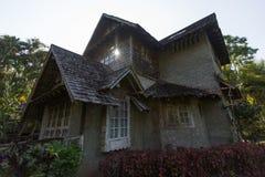 Thailändsk stiltrappa av det gamla huset Fotografering för Bildbyråer
