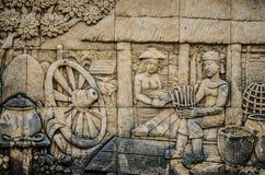 Thailändsk stuckatur för infödd kultur på tempelväggen Royaltyfri Bild
