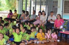 Thailändsk student i klassrum royaltyfri fotografi