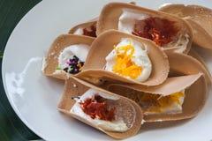 Thailändsk Sweetmeat Kanom Buang Arkivfoto