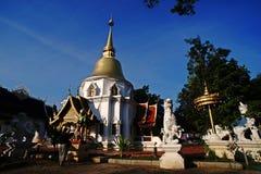 Thailändsk tempel, ChiangMai nordliga Thailand Royaltyfria Bilder