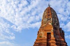 Thailändsk tempel för forntida tegelsten Royaltyfri Bild
