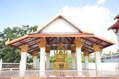 Thailändsk tempel för utomhus- lopp Arkivbilder