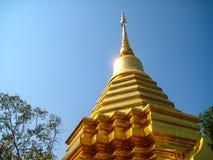 Thailändsk tempel i Chiang Mai Golden Pagoda Arkivbilder