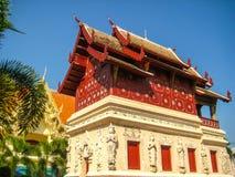 Thailändsk tempel i Chiang Mai Golden Pagoda Arkivbild