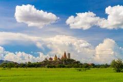 Thailändsk tempel i kulle Royaltyfri Bild