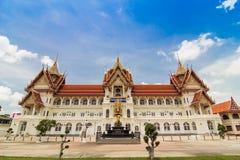 Thailändsk tempel på Nonthaburi i Thailand Royaltyfria Foton