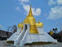 Thailändsk tempel, sakral saker, religion, turist- dragningar, gränsmärke som vilar, välsignelse royaltyfria foton