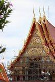 Thailändsk tempel under konstruktion Fotografering för Bildbyråer