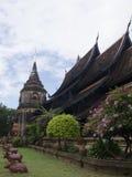 Thailändsk tempel, Wat Lok Mo lä i Chaing Mai royaltyfri bild