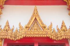 Thailändsk tempeldörrskulptur på Wat Nong Wang, thai tempel Arkivbilder