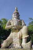 Thailändsk tempeljätte Arkivfoto