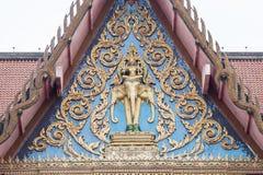 Thailändsk tempelkonst och arkitektur Även om det finns många skillnader i orientering och stil, alla klibbar de till de samma pr arkivfoton