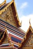 Thailändsk tempeltaköverkant Royaltyfria Bilder