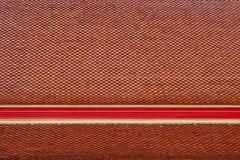 Thailändsk textur för tegelplatta för tempeltakdetalj i tempel Royaltyfri Foto