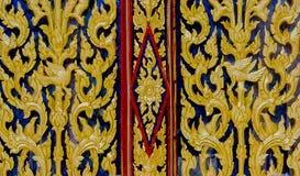 Thailändsk traditionell dörrtempel Arkivfoto