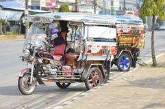 Thailändsk tuktukbil Arkivfoto