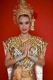Thailändsk ung lady i en forntida Thailand dans Arkivbild