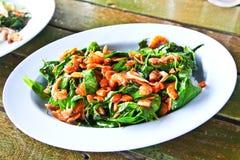 Thailändsk uppståndelse stekte gröna grönsaker med torkade räkor Fotografering för Bildbyråer
