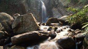 Thailändsk vattenfall, korn för Nam tokkhun Fotografering för Bildbyråer