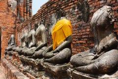 Thailändska Buddha statyer arkivfoto