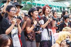 Thailändska cosplayers klär som teckenen från tecknad film och leken i den Japan festaen i Bangkok Arkivbilder