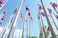 Thailändska flaggor med blå himmel Fotografering för Bildbyråer