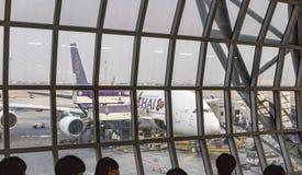 Thailändska flygbolag för flygbuss som A380 parkeras på den Suvarnabhumi flygplatsen Arkivfoto
