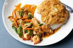 Thailändska foods för lunchtid Arkivbilder