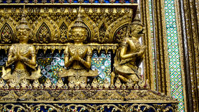 Thailändska guld- garudas Royaltyfri Fotografi