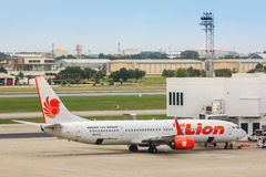 Thailändska Lion Air i Bangkok, Thailand Royaltyfri Fotografi