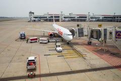 Thailändska Lion Air Plane som landas på Don Mueang International Airport Arkivfoto