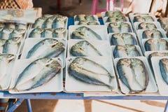 Thailändska marknadsprodukter och frukter mycket grönska Arkivfoto