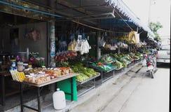 Thailändska marknadsprodukter och frukter mycket grönska Royaltyfria Bilder