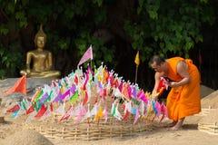 Thailändska munkar i den Pantao templet. Royaltyfria Foton