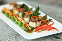 Thailändska Pan Seared Scallops Arkivbilder