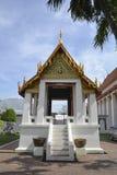 Thailändska Pavillion i trädgård Arkivfoto