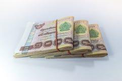 Thailändska pengar, 1000 bahtsedlar på vit bakgrund Royaltyfri Fotografi