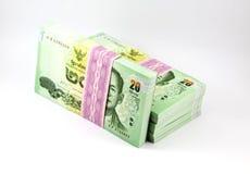 Thailändska pengar på vit bakgrund Arkivfoton