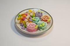 Thailändska sötsaker gjorde från naturprodukter är en thailändsk kultur royaltyfria foton