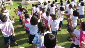 Thailändska skolbarn, skolbarn Thailand stock video