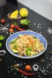 Thailändska stekte ris med konungräkan royaltyfria foton